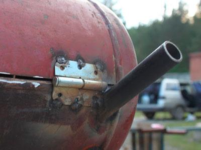 Крепление крышки у мангала из баллона