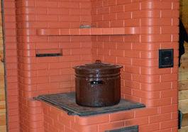 Удобная кирпичная печь для дома с варочной плитой